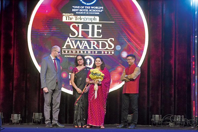 Bula Choudhury receives her award from consul general of Germany Michael Feiner, Dibyendu Barua and Indrani Mitra, head — HR, Ganesh Grains.