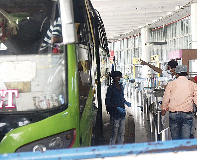 The policeman makes the passenger board a bus to the quarantine centre.