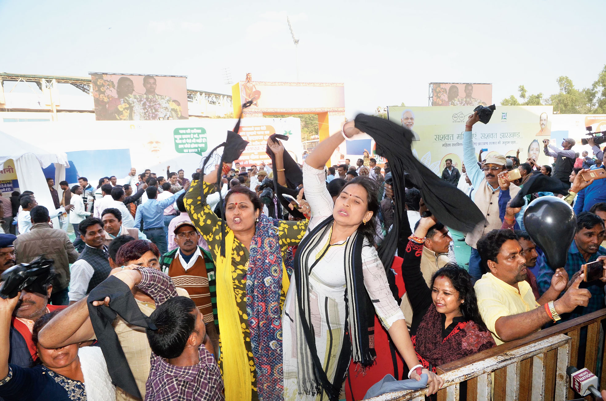 Para-teachers wave black scarves at chief minister Raghubar Das (not in picture) inside the venue in Ranchi during the Statehood Day celebrations on Thursday.