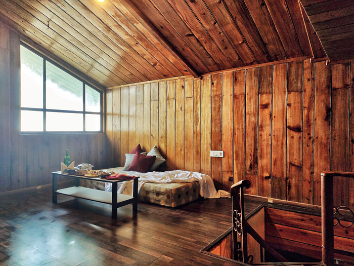 There are two suites in the resort that have an attic with an attached balcony, providing an unrestricted view of the Kanchenjunga and Batasia Loop