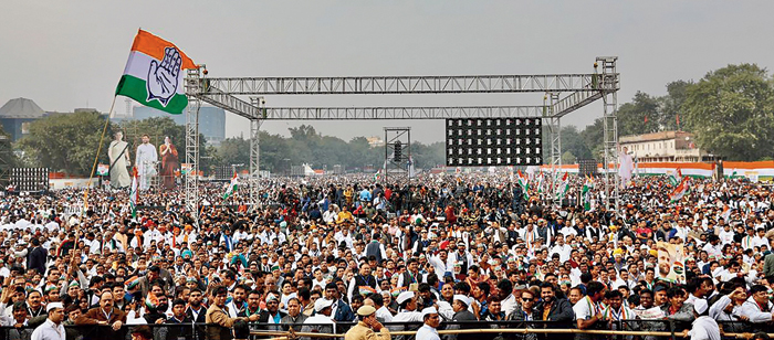 Congress supporters at the rally at the Ramlila grounds on Saturday