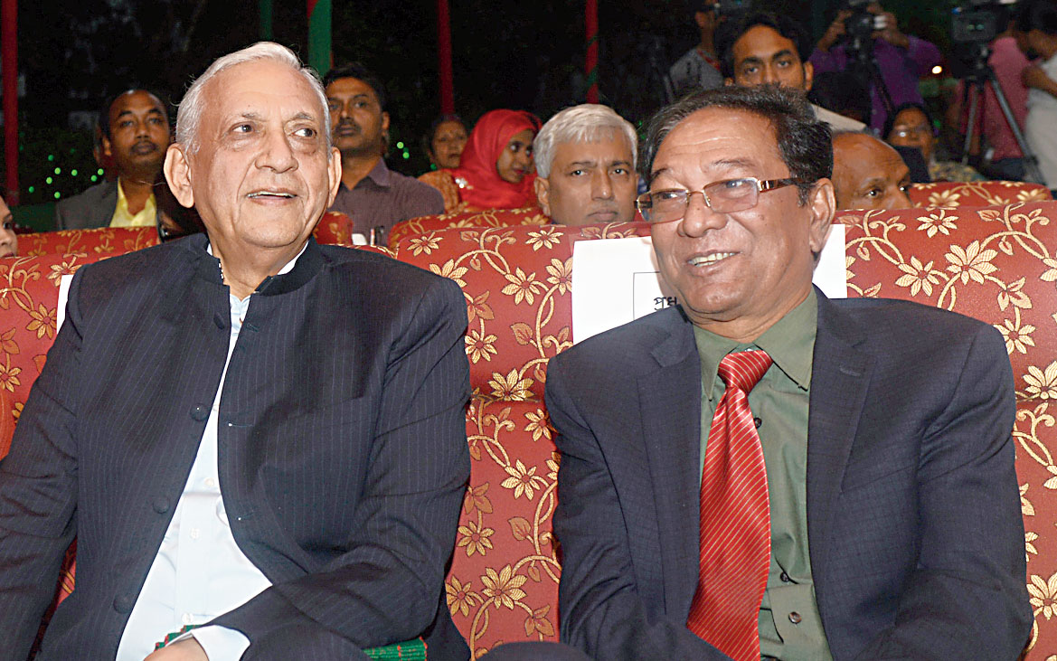 Gowher Rizvi, international affairs adviser to Bangladesh Prime Minister Sheikh Hasina, and defence analyst Major General (retired) Abdur Rashid at the Victory Day Celebrations at the Bangladesh deputy high commission in Calcutta.