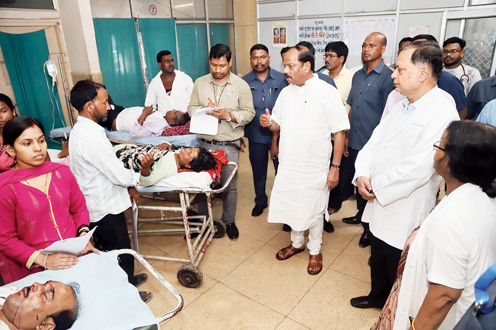 Chief minister Raghubar Das speaks to a patient's attendant during a surprise visit at RIMS  in Ranchi on Tuesday