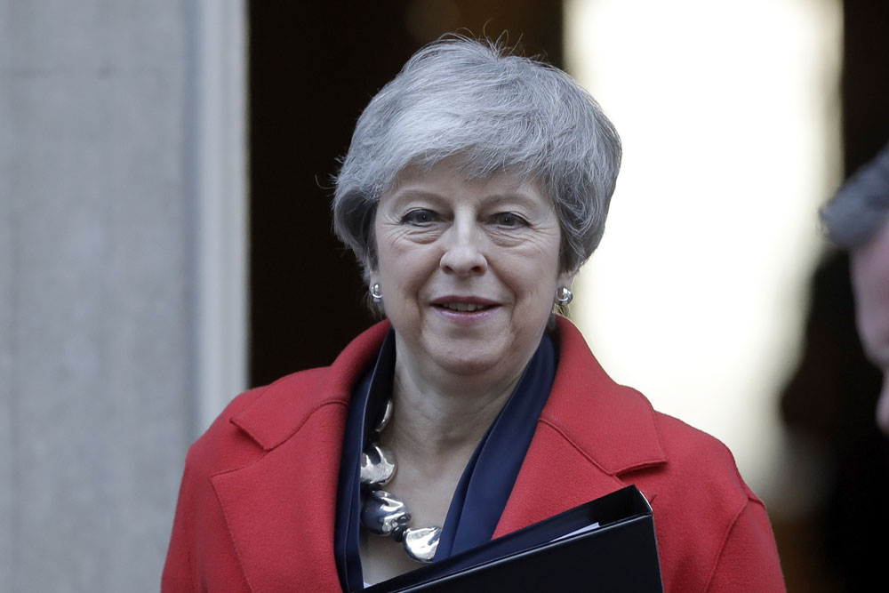 PM Theresa May offers British lawmakers a Brexit choice