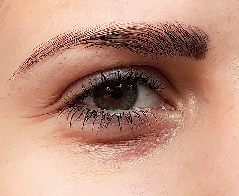 Puffy eyes: Eyes usually get puffy because of lack of sleep, excessive alcohol consumption, water retention or even crying!