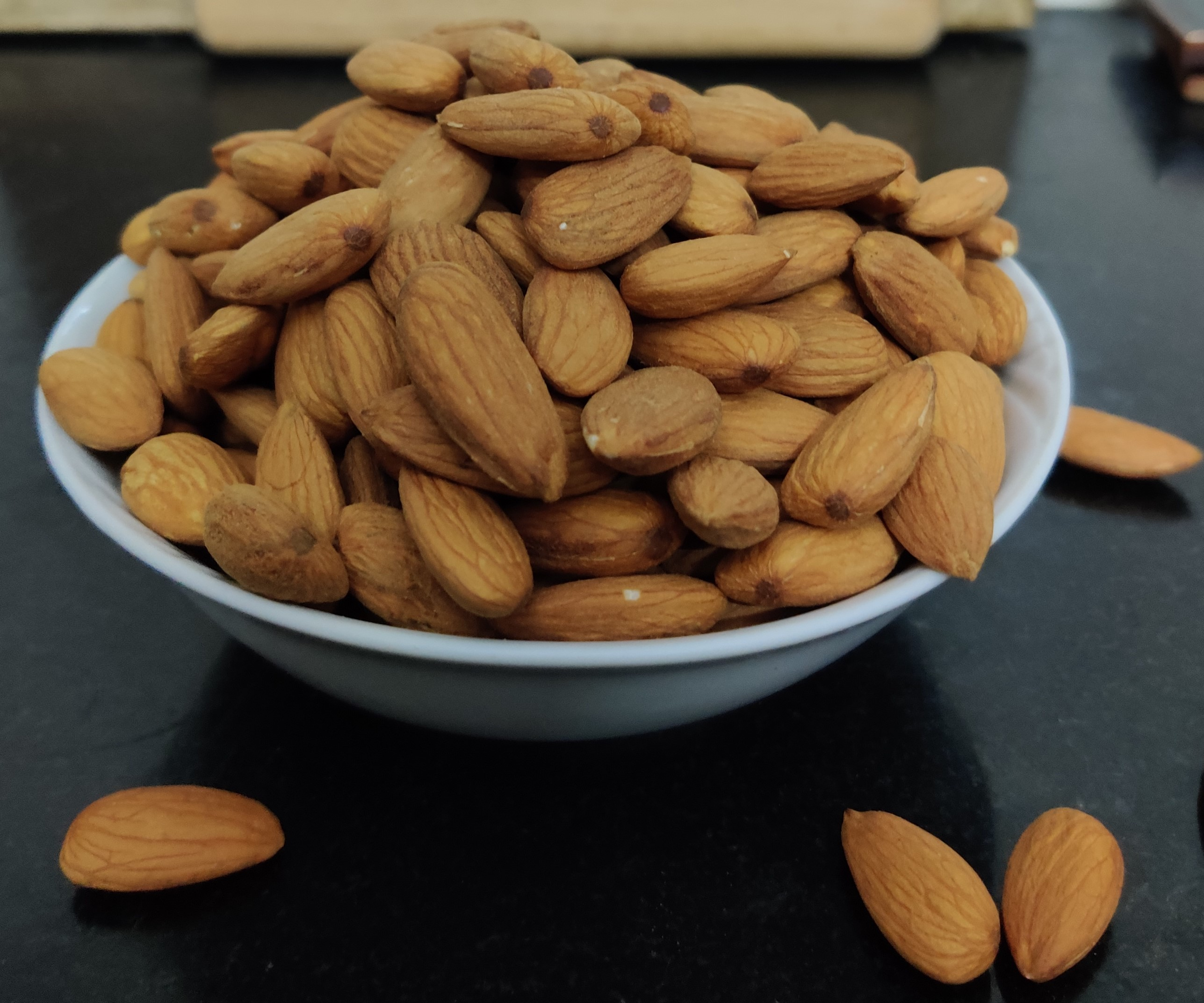 The starting point: 300 g of almonds