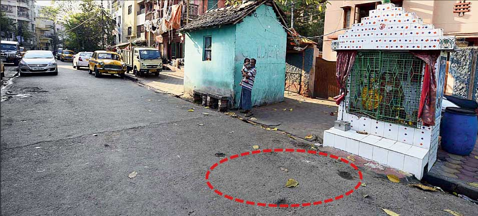 The spot (circled) on Aswini Dutta Road where a woman praying in front of the Shiva temple was fatally knocked down on Thursday.