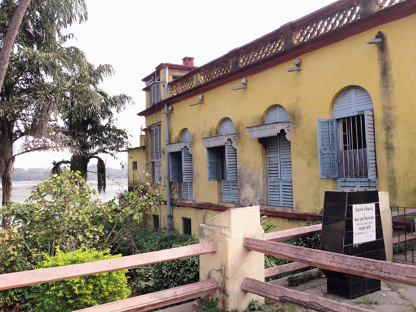Patal Bari, so called because the lowest floor of the building gets submerged during high tide. Vidyasagar and Rabindranath Tagore had stayed in this building