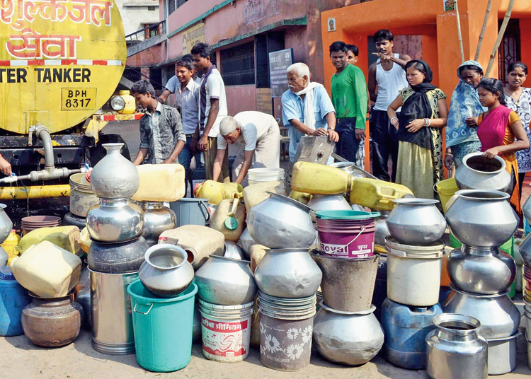 Residents lining up to fetch water from a tanker at Sarjamda in Parsudih, Jamshedpur.