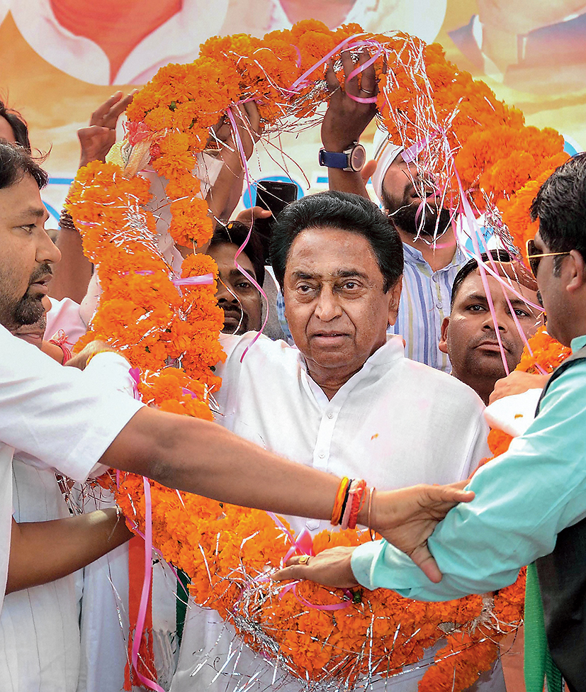 Kamal Nath being garlanded at an election rally ahead of the Assembly elections, in Jabalpur on November 17, 2018