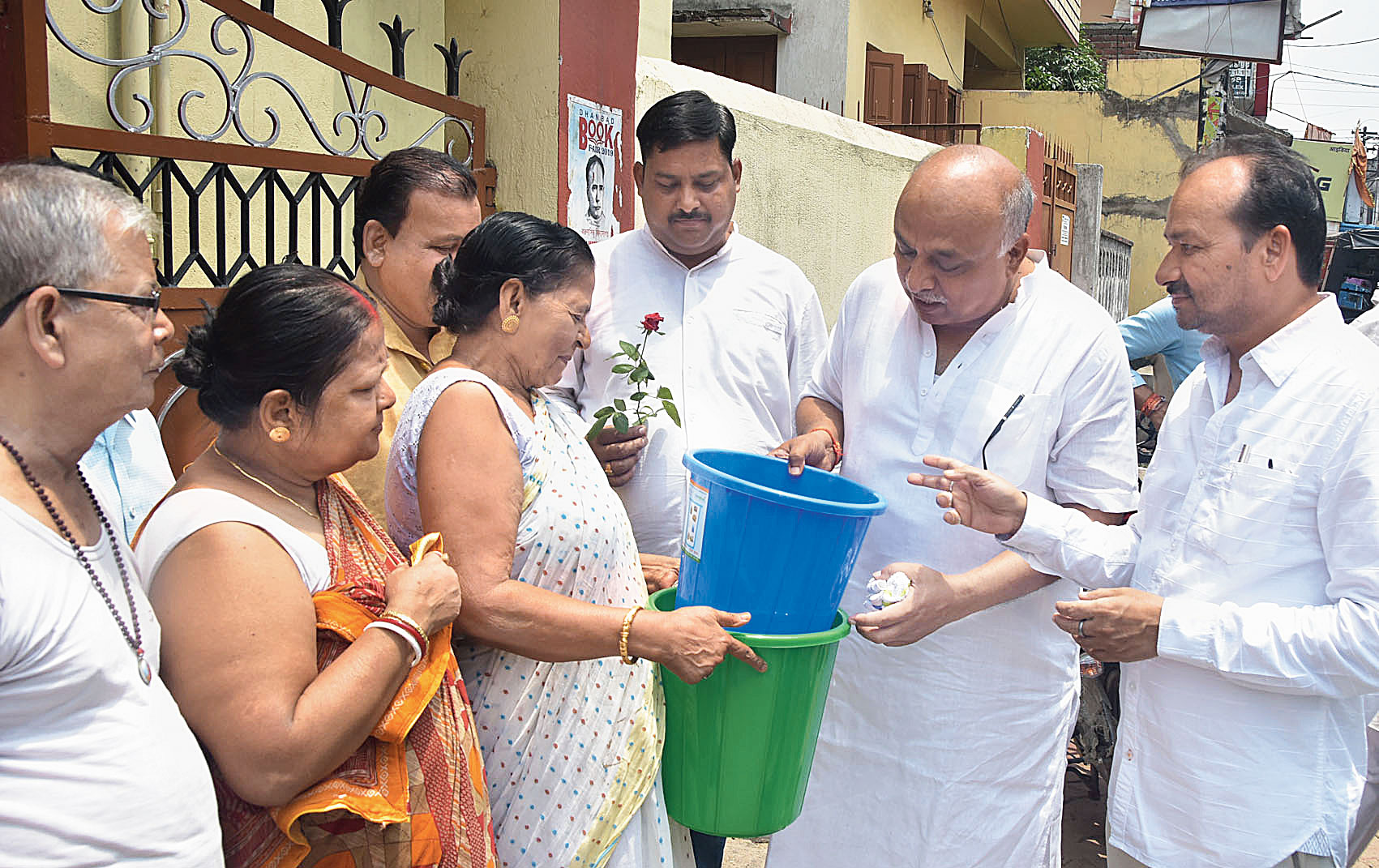 Dhanbad mayor Chandrashekhar Agarwal and municipal commissioner CM Kashyap (right) distribute dustbins among the residents of JC Mallick Road on Thursday.