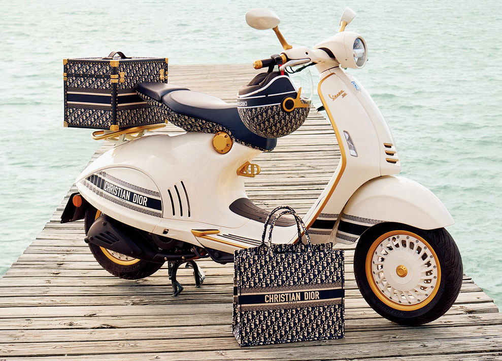 The colour of the new Vespa body is an exclusive shade made in collaboration with Dior