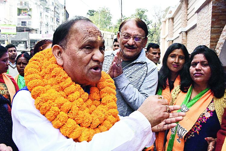 Urban development minister and Ranchi's BJP contestant CP Singh meets voters on Ratu Road in the capital on Tuesday, the last day of campaigning for Phase III.