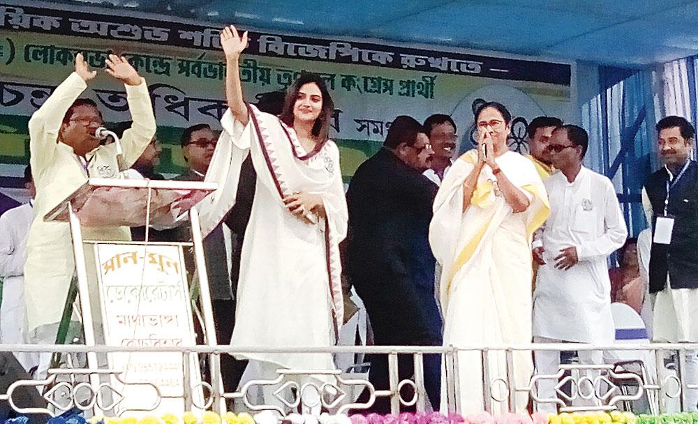 Mamata speaks at the meeting in Cooch Behar's Mathabhanga.