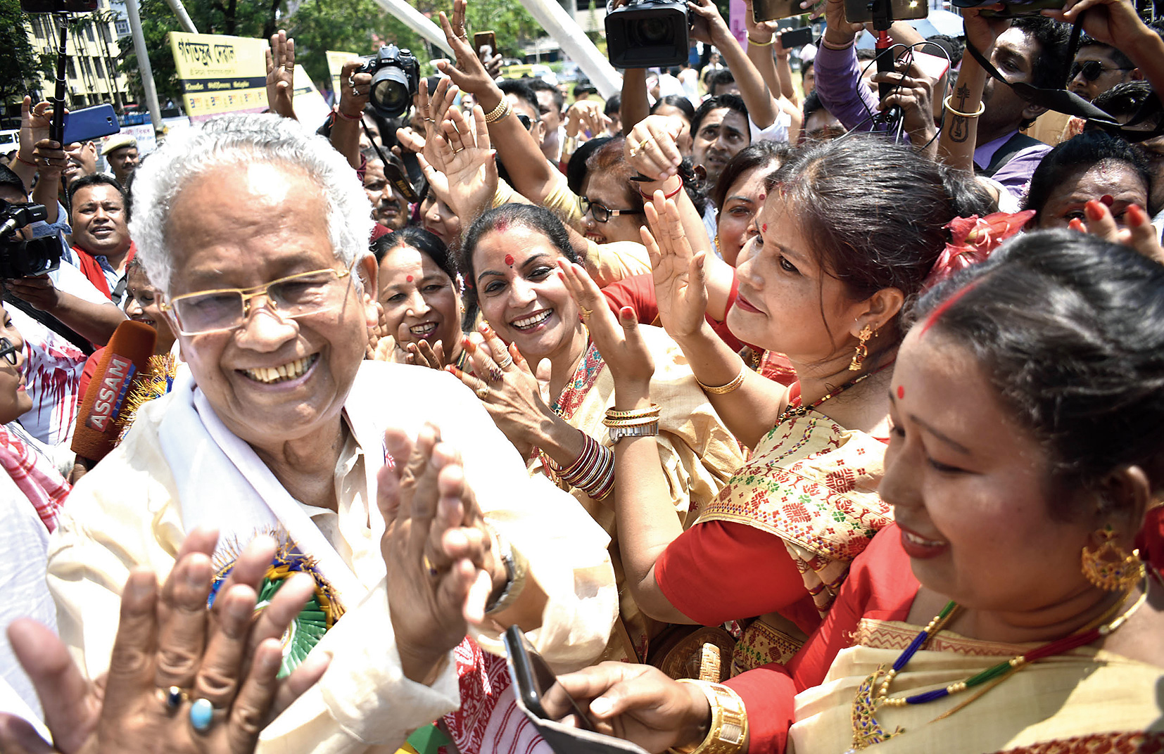 Former chief minister and veteran Congress leader Tarun Gogoi participates in the celebrations.