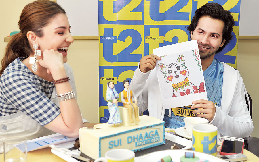 Varun Dhawan tries to guess the stitch pattern as Anushka Sharma laughs