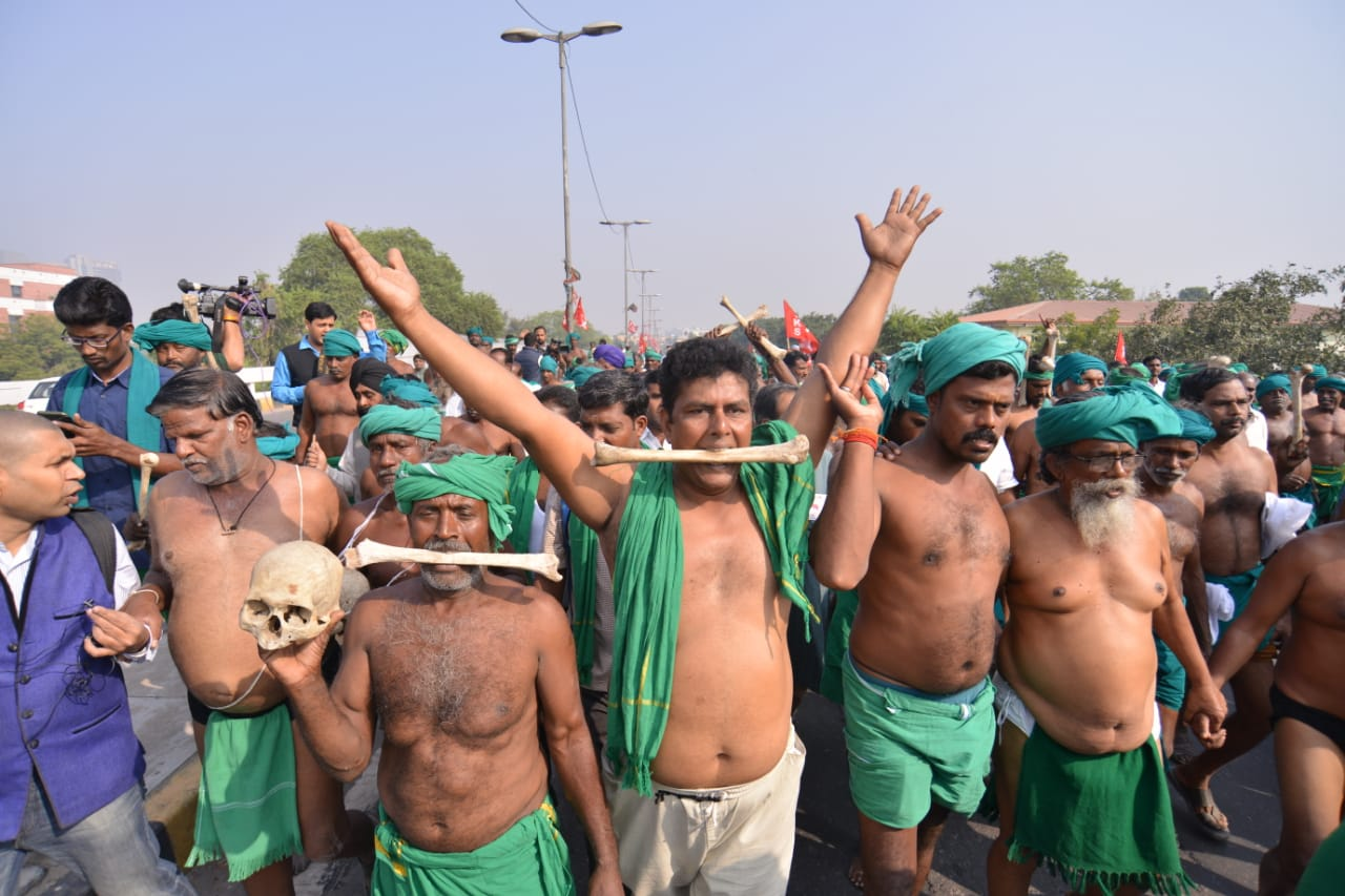 Protesters carrying skulls of two farmers who had committed suicide march in Delhi on Thursday.