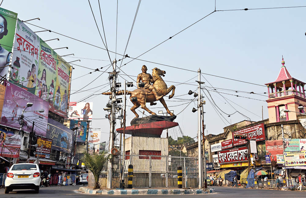 The statue of Subhas Chandra Bose at Shyambazar five-point crossing