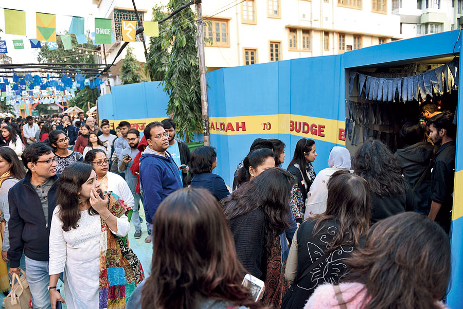 One of the activities that had a long queue was the Kolkata Gully. This was a 40 feet installation made to capture the story of the city, throughout different eras.