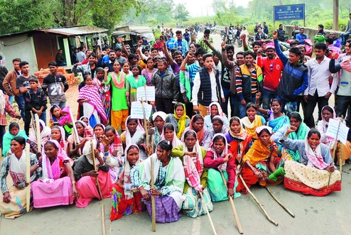 Around 30,000 women, working in various tea gardens, factories, households and Anganwadi, midday meal and ASHA centres workers staged a jail bharo (courting arrest) protest called by the Centre of Indian Trade Union (Citu)-led working women's co-ordination committee.