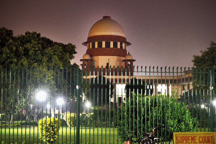 The CJI then warned that if the decorum of the court is not maintained, the bench would rise for the day