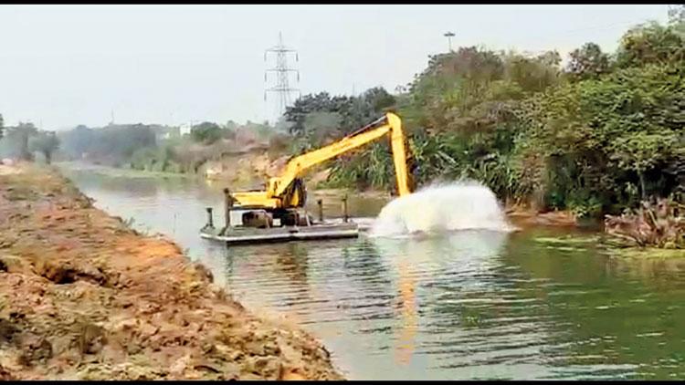 The de-silting of the Damodar river.