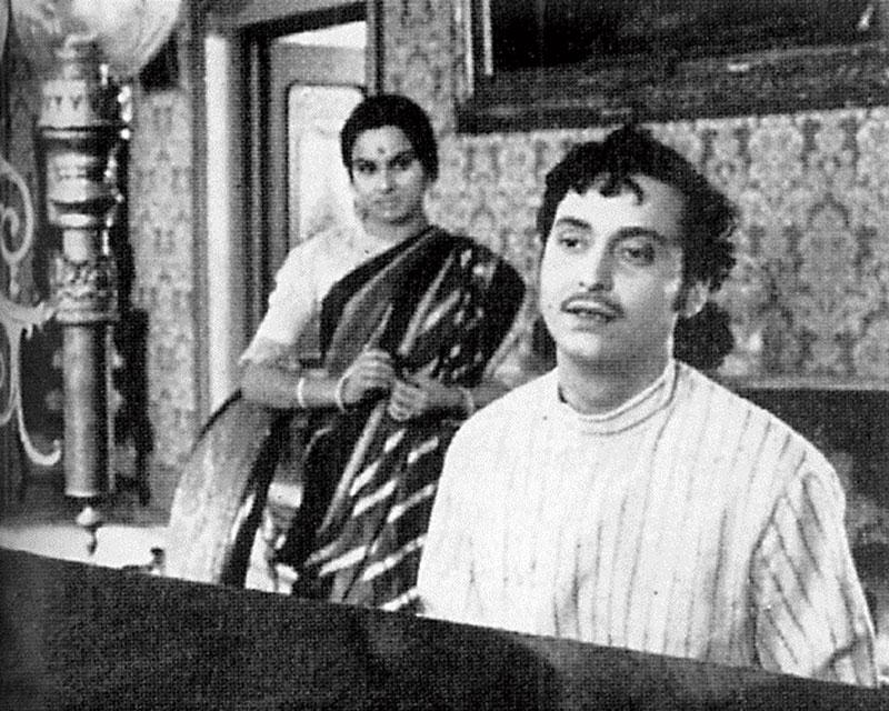 Madhabi and Soumitra in Satyajit Ray's Charulata