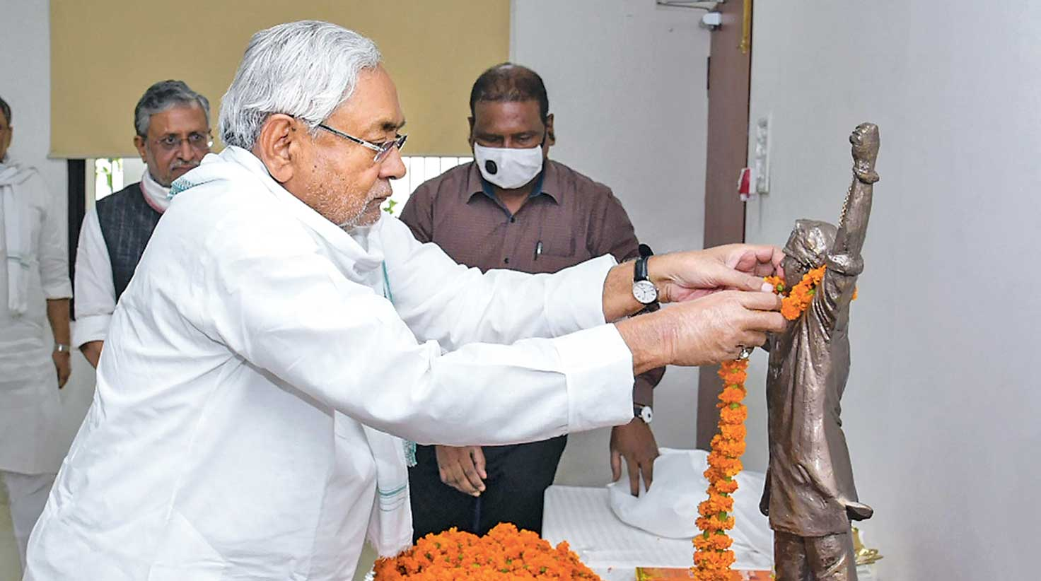 Bihar chief minister Nitish Kumar garlands the prototype of a statue of George Fernandes in Patna on the socialist leader's 90th birth anniversary on Wednesday. The chief minister unveiled through video conferencing the life-size statue of Fernandes in Muzaffarpur, the constituency which the stalwart had represented several times in the Lok Sabha.