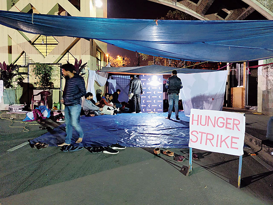 Students at the hunger strike