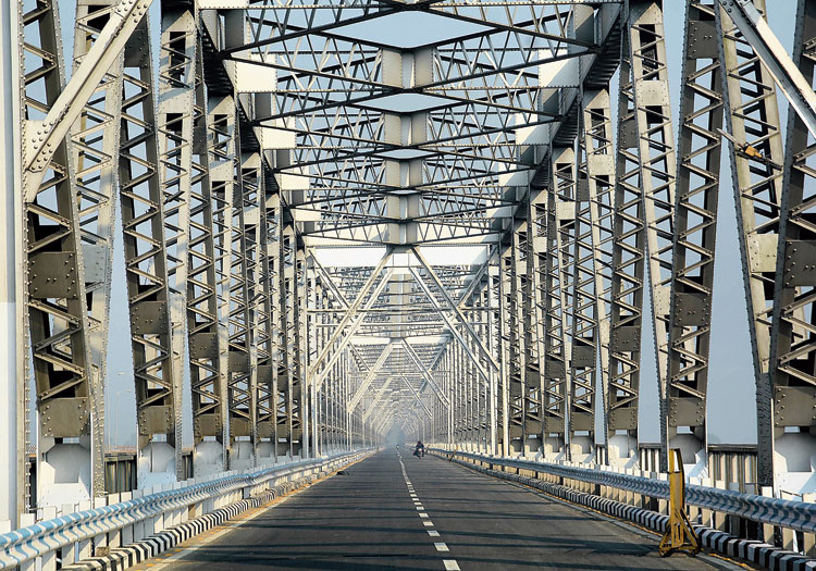 The deserted Saraighat bridge in Guwahati on Tuesday during the bandh against the citizenship bill.