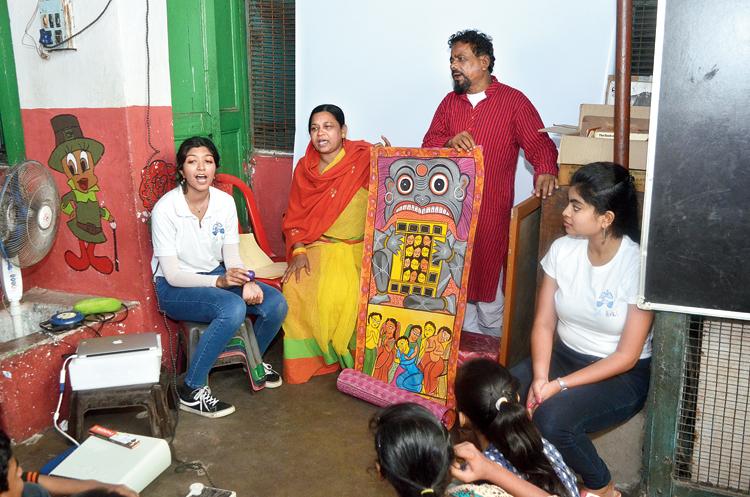 Sreyoshi Basu, Swarna and Shambhu Chitrakar.