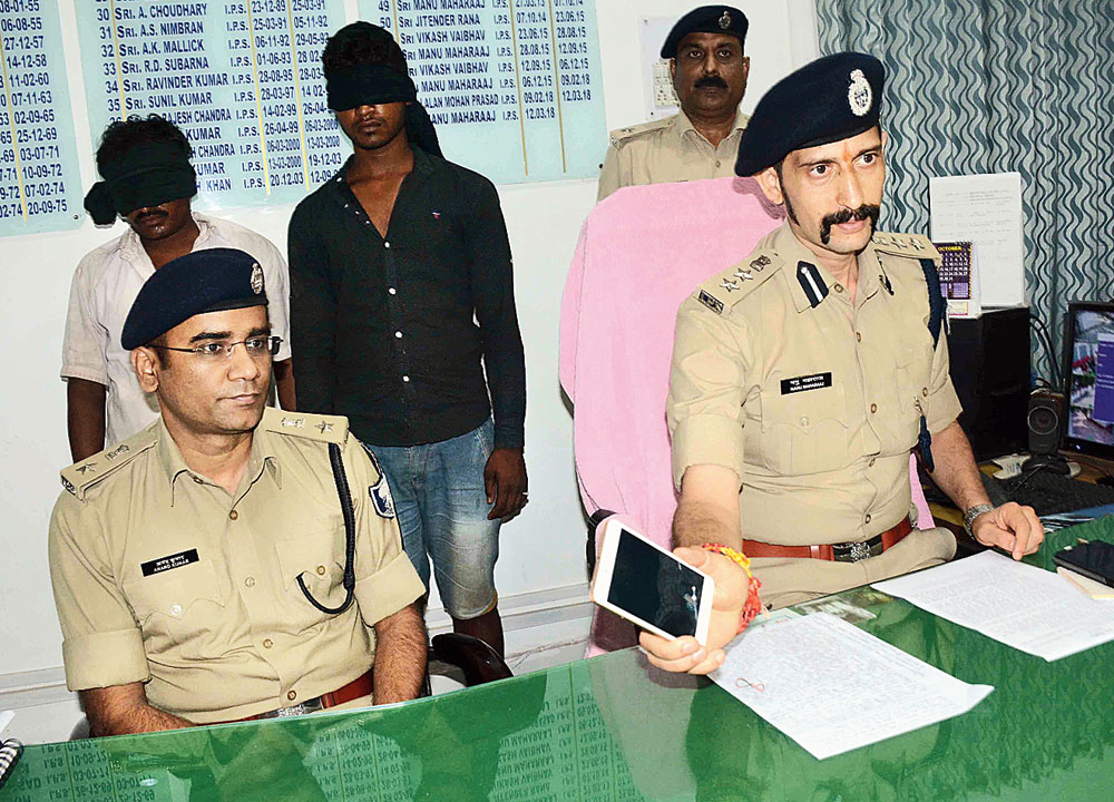 Patna senior superintendent of police Manu Maharaaj (right) at the news meet