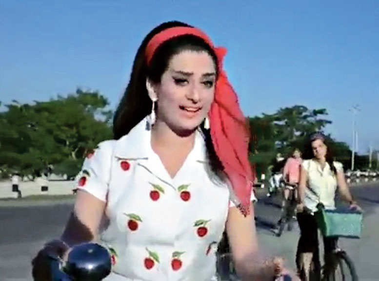 Saira Banu in Padosan