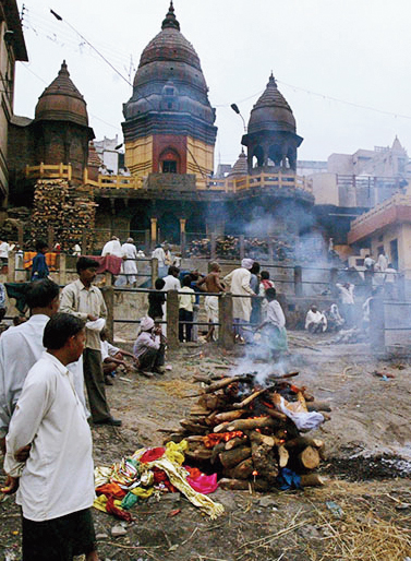 Indian Hindus perform last rites at a ghat on the banks of Ganga River, in Benaras