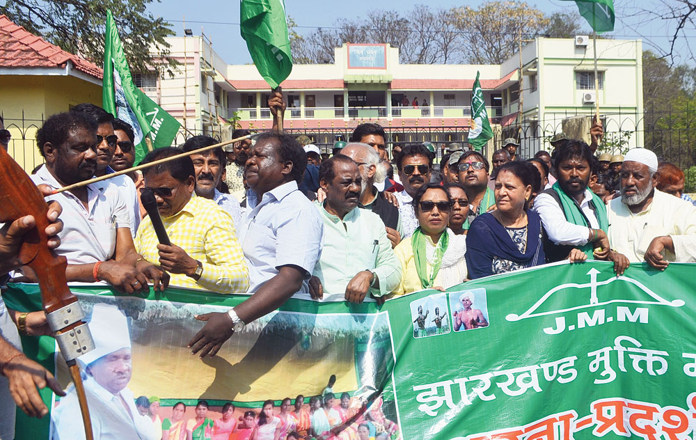 JMM workers demonstrate in front of the RCCF office in Sonari, Jamshedpur,  on Monday.