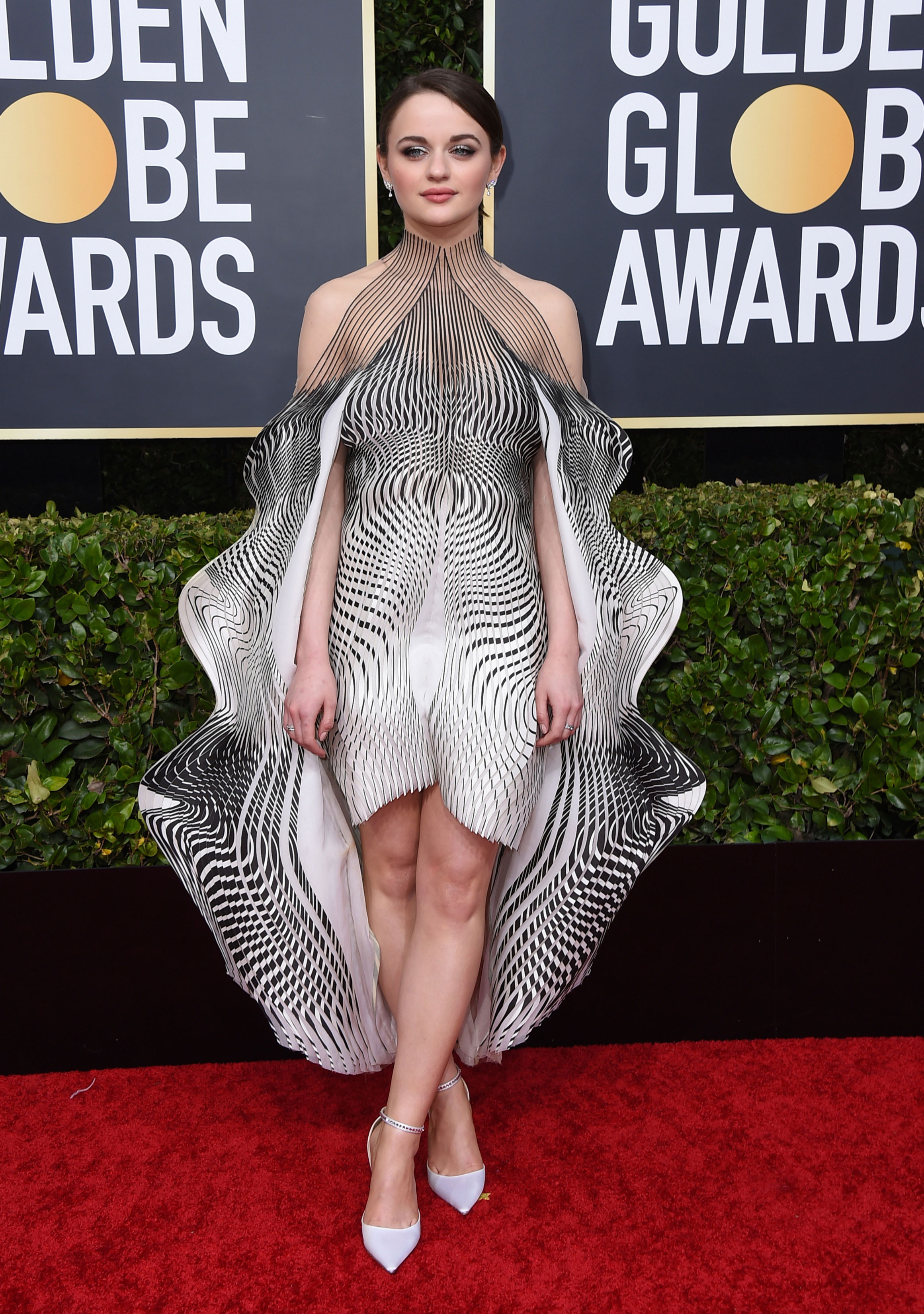Talk about trying something fun? Joey King showed how to work the classy black-and-white combo but with a dramatic touch. The Act actress looked resplendent as she earned her stripes in a wavy textured-sleeve outfit by Iris van Herpen.