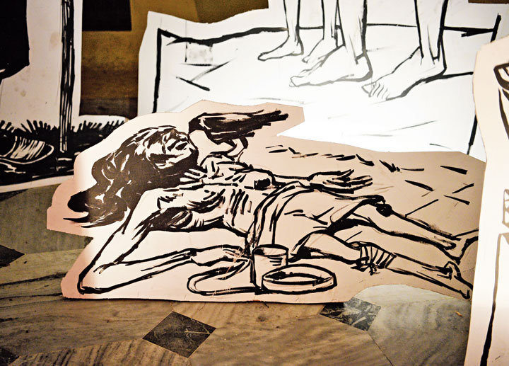A sunboard installation by Anurag Paul shows a crow feeding on a body. It is based on the famine sketches of Zainul Abedin, a Bengali painter known for his depiction of the 1943 famine.