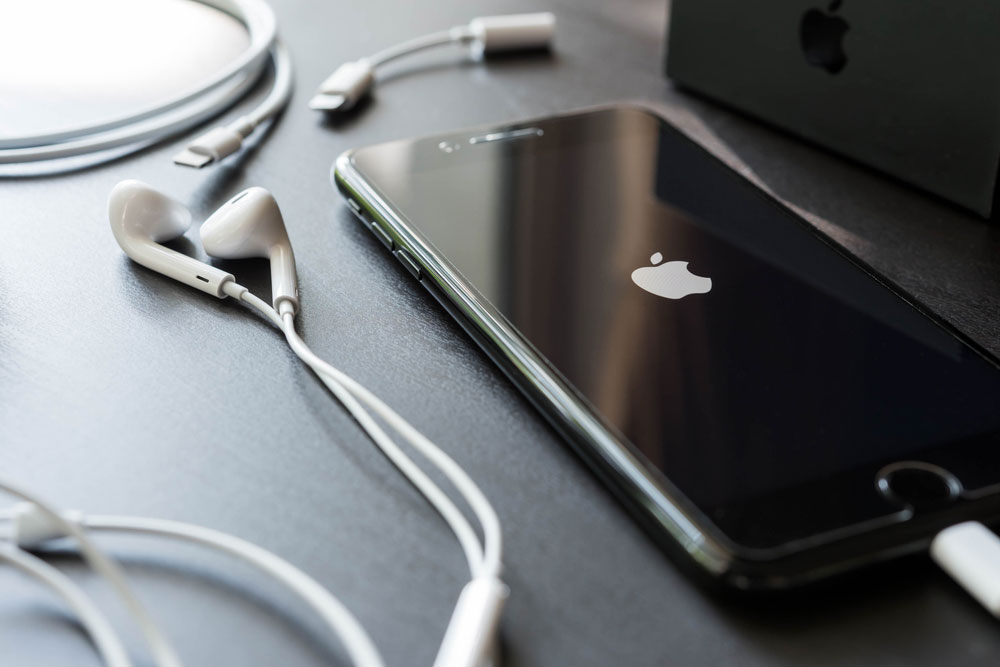 Do not try to update an iPhone using a mobile hotspot because the 4G signal from most providers is very poor these days.