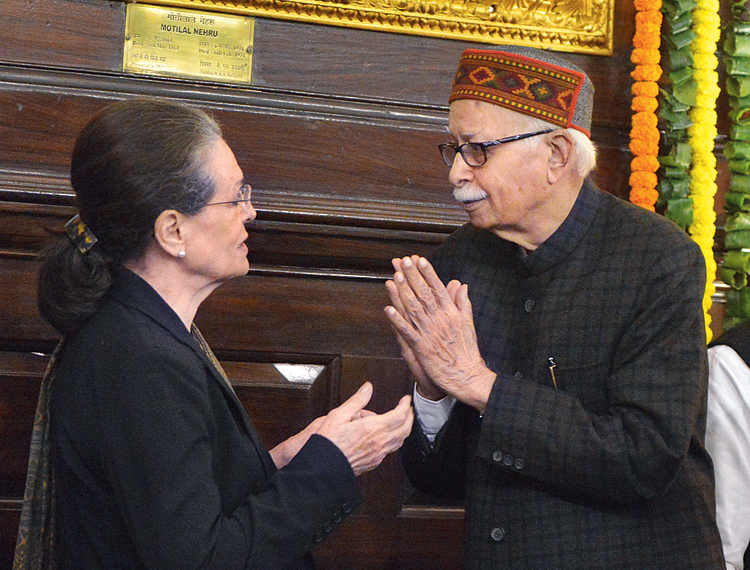 Congress president Sonia Gandhi with BJP veteran LK Advani in New Delhi on Tuesday after paying homage to Indira Gandhi on her birth anniversary
