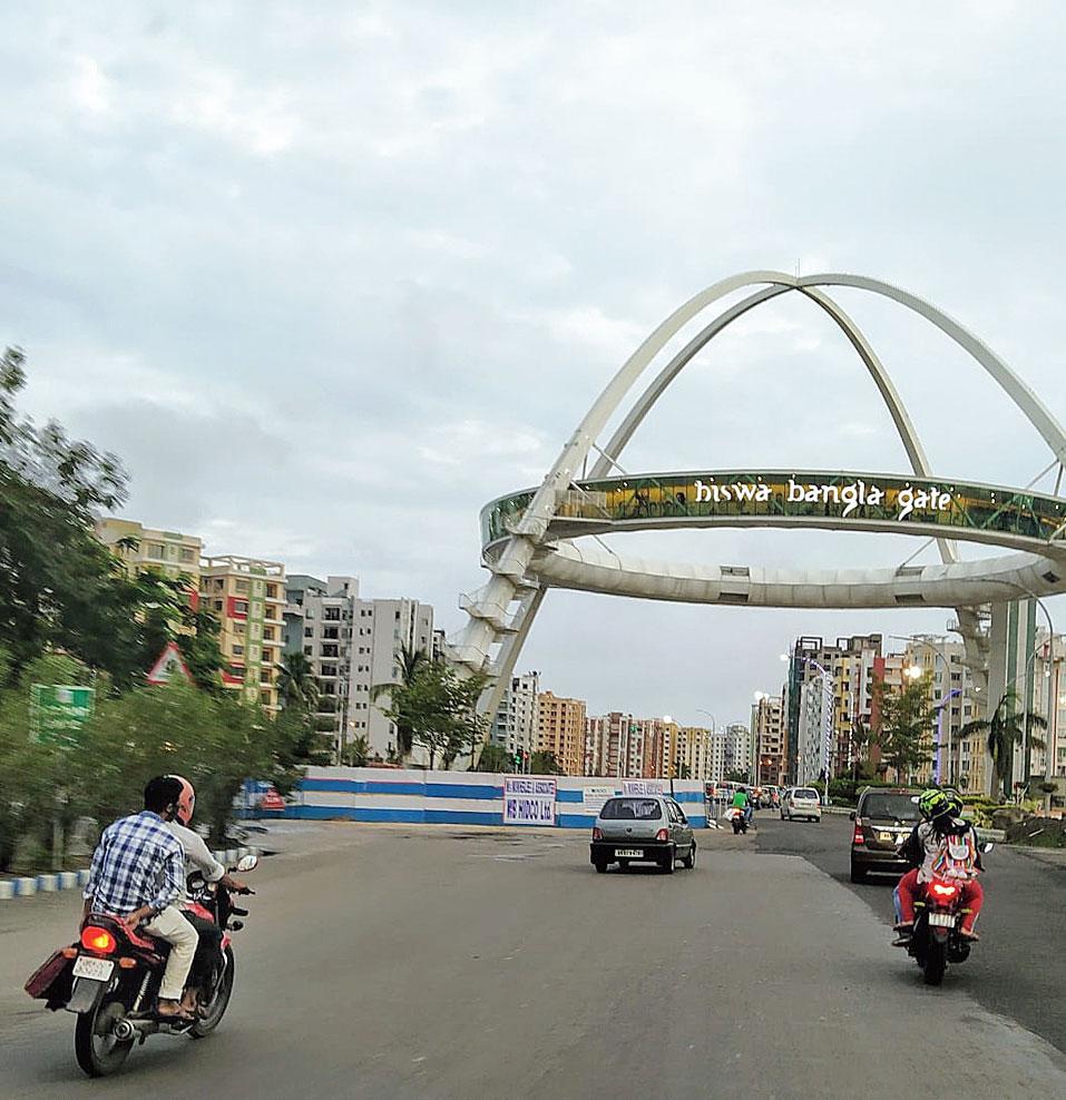 The Kolkata Gate at the Rabindra Tirtha crossing