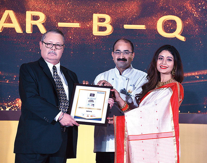 Old is gold: The popular multi-cuisine spot on Park Street, BAR-B-Q receives the award from Tolly actress Ritabhari Chakraborty and Sanjay Kak, one of the directors of the International Institute of Hotel Management (IIHM) Kolkata