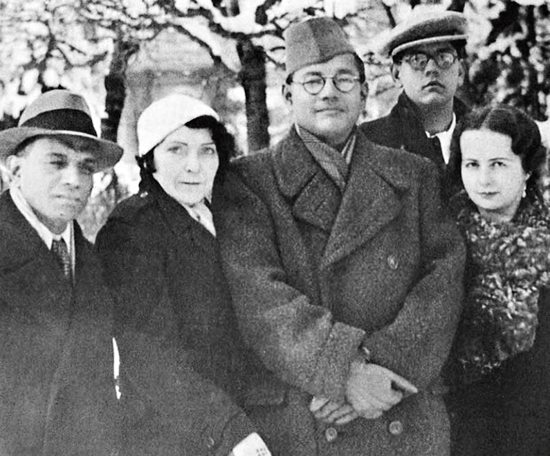 Netaji with A.C.N. Nambiar, Hedy Fülöp-Miller, his nephew A.N. Bose and Emilie Schenkl. The picture was taken by A.K. Chettiar in 1937 in Badgestein, Austria.