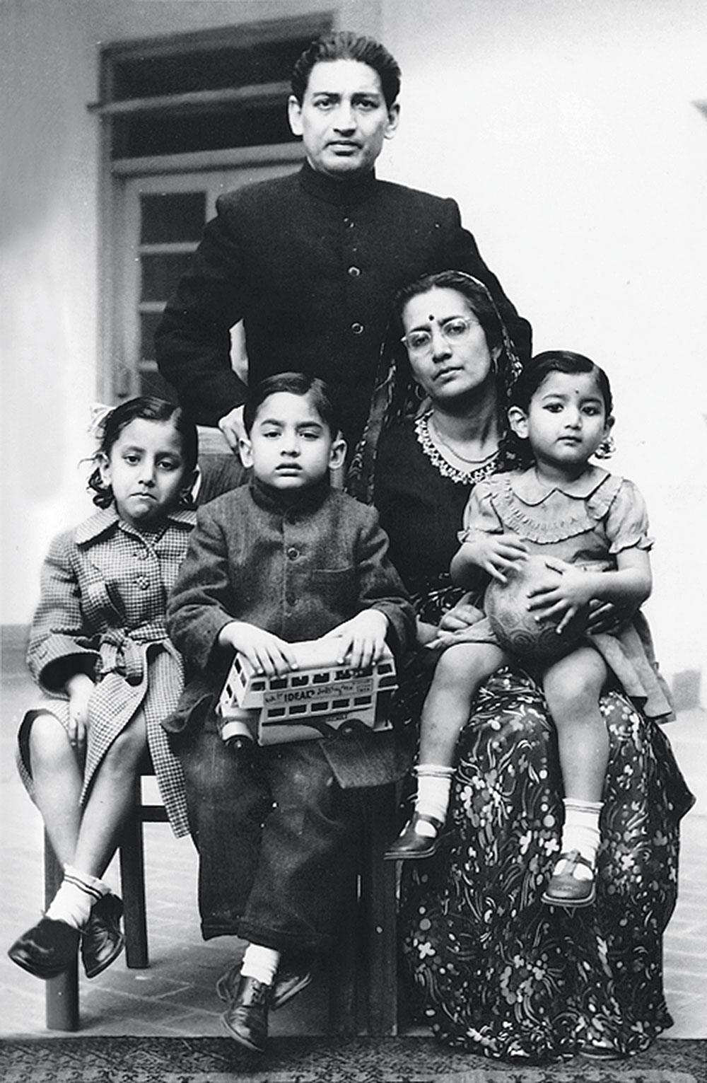 Rajat Gupta with parents Ashwini Gupta and Pran Kumari, and sisters