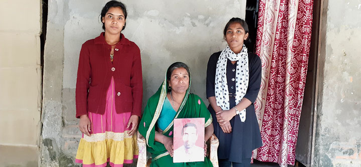 Shantwna Das with her daughters and her husband's photo