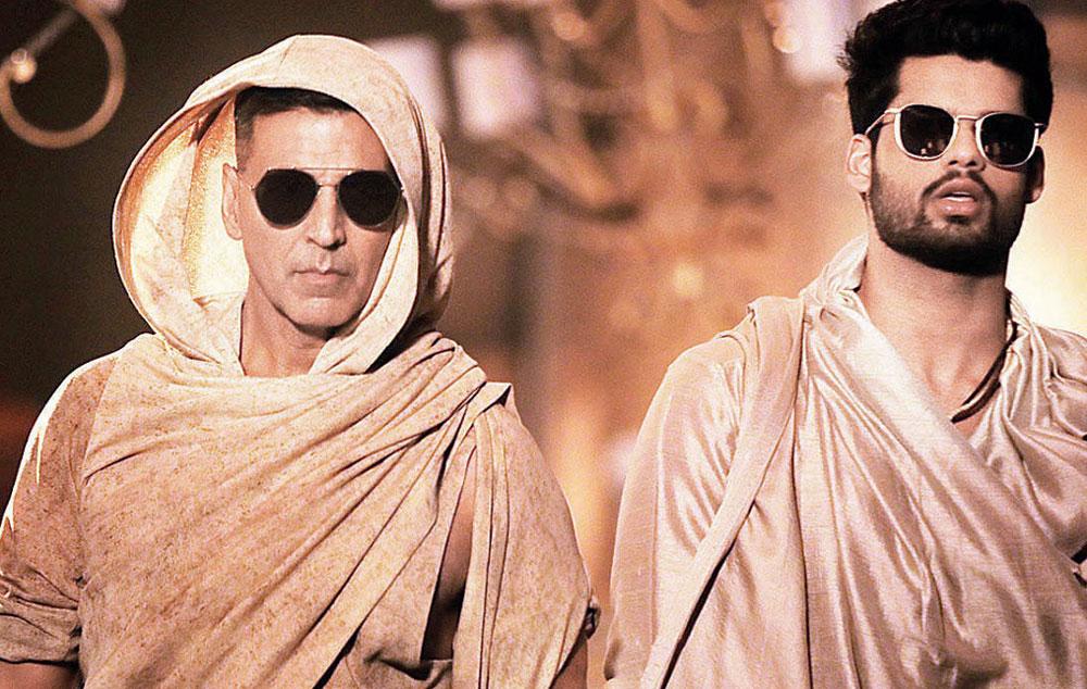 Karan with Akshay Kumar in Ali Ali from Blank