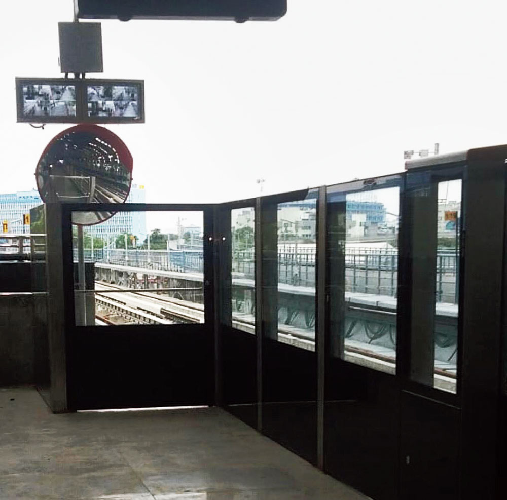 A convex mirror installed at Central Park station of East-West Metro to help the driver check the sliding doors. Above the mirror display screens have been installed for the driver see live feed from the CCTV cameras