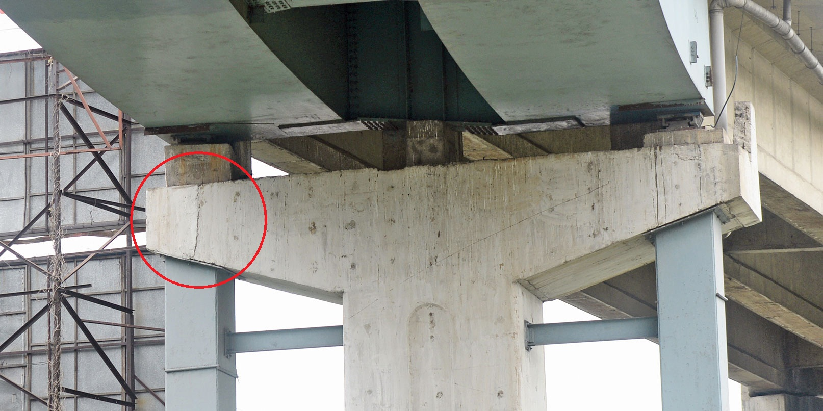 A crack on the flyover