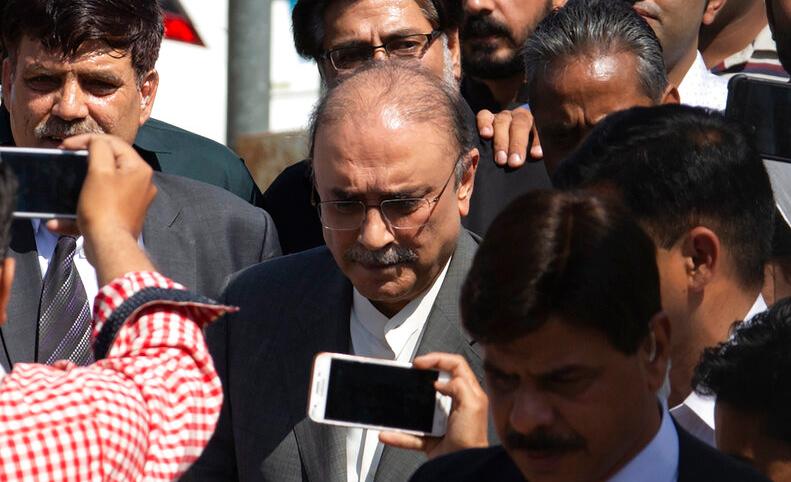 Zardari held in fake accounts case
