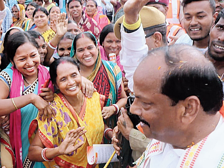 Chief minister Raghubar Das interacts with women during his rally in Baharagora on Thursday.