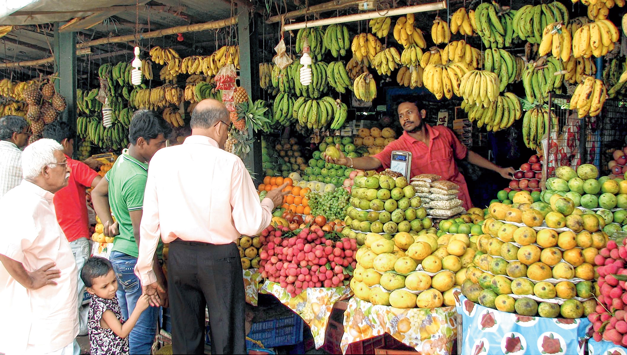 File photo of people buying fruits on the occasion of Jamai Sasthi. ( Ramprasad Show)